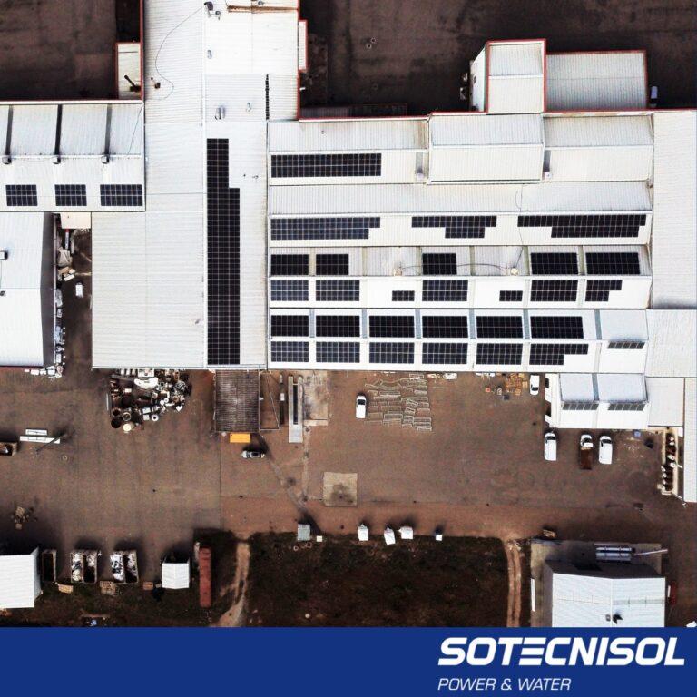 Potência instalada: 300.82 kWp Módulos fotovoltaicos: 676